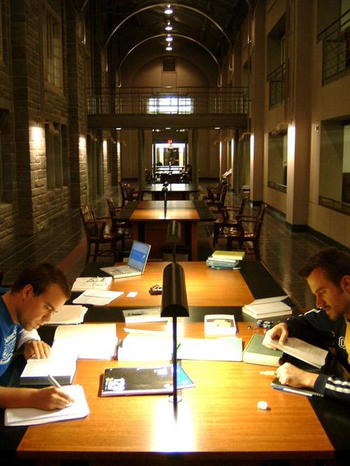 Biblioteca de Princeton Studying-Firestone-Library